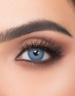 خرید لنز آبی تیله ای متوسط روشن با دور محو برند ویکتوریا